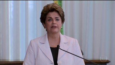 Dilma reconhece erros e propõe plebiscito sobre antecipar eleições - A presidente Dilma Rousseff fez um último apelo aos senadores antes do julgamento do impeachment. O pronunciamento foi no Palácio da Alvorada.