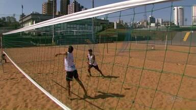 Atleta que treina em Maringá é promessa no vôlei de praia - Rafael Queiroz já foi campeão mundial sub-19