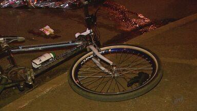 Ciclista morre atropelado por caminhão em Sertãozinho, SP - O caminhão e a bicileta seguiam pela Avenida Aléssio Mazer.