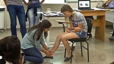 Estudantes participam de treinamento para diagnosticar hanseníase - Estudantes participam de treinamento para diagnosticar hanseníase.