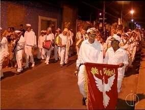 Mastro de Nossa Senhora do Rosário é atração das Festas de Agosto - As ruas do Centro de Montes Claros se encheram de cores e sons.
