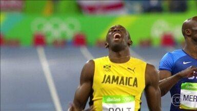 Usain Bolt vence os 200 metros e se prepara para o revezamento - Chuva prejudicou e ele não gostou da marca que atingiu. Bolt completou a distância no mesmo tempo das semifinais, 19s78. Só que nenhum dos adversários foi capaz de chegar antes de o cronometro marcar 20 segundos.