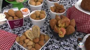 Festival da Coxinha reúne sabores dos mais variados no Tatuapé - No fim de semana, muita gente tem folga, dá para dormir até tarde e também é a chance de escapar um pouco da dieta. Então, se você quer enfiar o pé na jaca, atenção para o festival do salgado mais pop do país: a coxinha.