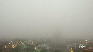 Fim de semana começa chuvoso em Maringá - De ontem pra hoje, choveu metade do previsto para o mês.