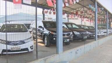 Carros seminovos estão em alta no mercado - Com a crise econômica, as formas de pagamentos para os usados tem mais vantagens.