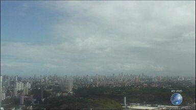 Previsão do Tempo: Salvador tem insabilidade neste sábado (20) - Sol se revezou com a chuva durante a manhã, mas deve prevalecer no restante do dia.