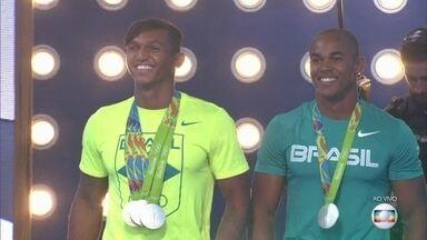Isaquias Queiroz e Erlon de Souza falam da emoção de levar a prata na canoagem - Atletas olímpicos contam como está sendo a repercussão da vitória inédita