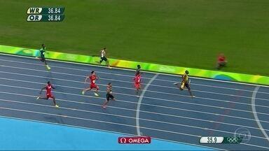 Bolt vira um ídolo dos cariocas - Na saída do Engenhão ou na Lapa, todo mundo só quer saber do homem mais rápido do mundo