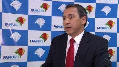 225 municípios gaúchos terão dificuldades para fechar as contas no final do ano - A FAMURS fechou negociação com o banco Banrisul para garantir o pagamento do 13° de servidores.