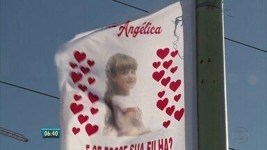 Parentes de menina morta em Petrolina pedem resolução do caso - Beatriz Angélica Mota, de 8 anos, foi assassinada na escola onde estudava, em dezembro. Familiares fixaram bandeiras na ponte que liga a cidade a Juazeiro (BA) cobrando agilidade nas investigações.