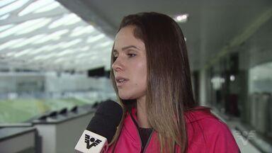 Jogadora da seleção brasileira de futebol visita Santos - Campeã com o Santos e medalha de prata na Olimpíada de Pequim, Érika teve um dia de reencontros em Santos.