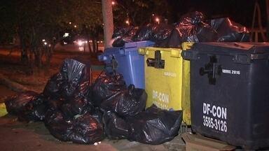 Coleta seletiva é suspensa em 12 cidades do DF - Os moradores estão preocupados com o lixo acumulado nas ruas. O SLU prometeu retomar o serviço em 15 dias.