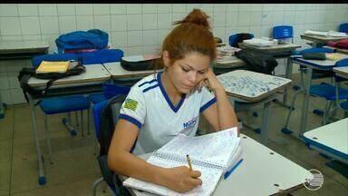 Alunos reclamam do forte calor em escolas públicas de Teresina - Alunos reclamam do forte calor em escolas públicas de Teresina