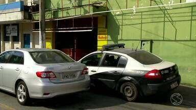 Polícia interdita restaurante que funcionava como espaço de festa em Volta Redonda, RJ - No local teve início uma briga que acabou com a morte de um adolescente de 16 anos, em julho.