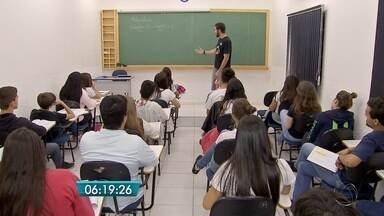 Mais de 150 mil estudantes de MS enfrentam reta final de estudo para Enem - Faltando pouco mais de dois meses para o Exame Nacional do Ensino Médio (Enem), mais de 150 mil estudantes em Mato Grosso do Sul enfrentam a reta final do desafio: estudar muito e controlar a ansiedade.