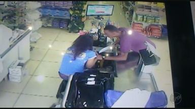 Armado com faca, suspeito rouba loja no Centro de Guariba, SP - Ele ameaçou mulher que estava no caixa e fugiu a pé.