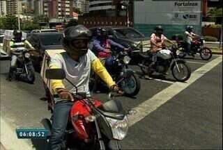 Acidentes com motociclistas foram a 2ª causa de atendimento no IJF este ano - De acordo com o Detran, cerca de 370 mil pessoas pilotam moto sem habilitação no Ceará