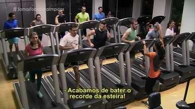 Vídeo mostra reação das pessoas a treinamento de atletas paralímpicos - Três atletas aparecem em uma academia e deixam os frequentadores boquiabertos com a capacidade deles
