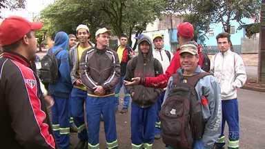 Greve compromete coleta do lixo em Londrina - Os coletores pararam nesta quarta-feira, pedindo melhores condições de trabalho.