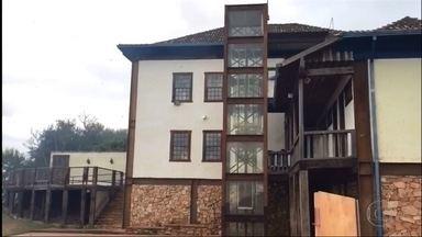Incêndio destrói mata perto da casa onde viveu Carlos Drummond de Andrade, em Itabira - Fogo estava ao lado da Fazenda do Pontal, na Região Central de Minas Gerais.