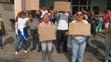 Terceirizados alegam atraso salarial e cruzam braços em hospital, no AM - Susam diz que valores para empresa responsável serão pagos nesta quarta.