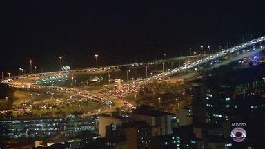 Manifestantes ocupam ponte Colombo Salles em Florianópolis - Manifestantes ocupam ponte Colombo Salles em Florianópolis