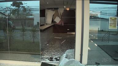 Bandidos explodem caixas eletrônicos dentro do TRE - Foi hoje de madrugada, na sede do Tribunal Regional Eleitoral, no Parolin