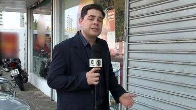 4 homens invadem loja de celulares e fazem arrastão - 4 homens invadem loja de celulares e fazem arrastão