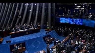 Senado aprova impeachment de Dilma Rousseff; Temer assume - PT pediu 2 votações: afastamento e manutenção de direitos políticos. Dilma perde o cargo, mas não fica proibida de exercer cargo público.