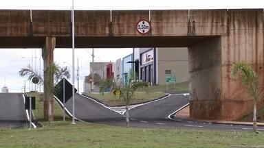 Com viaduto, trevo de acesso à PR-482 é liberado em Umuarama - A obra custou quase R$ 1,5 milhão e vai facilitar também o acesso à PR 323 para os motoristas que vêm do Centro de Umuarama.