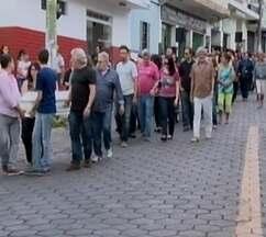 'Tragédia imensurável', diz carta lida em velório de família morta no Rio - Enterro de Lais e os filhos ocorre em Formiga (MG) nesta quarta-feira (31). Casal e filhos foram encontrados mortos em condomínio na Barra da Tijuca.