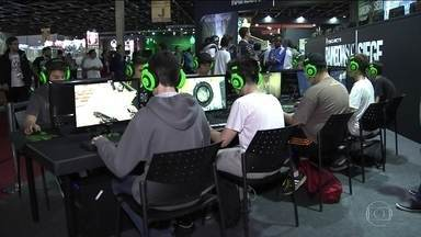 Brasil Game Show abre as portas ao público - Brasil Game Show abriu as portas ao público com as novidades em jogos eletrônicos, e em meio à centena de games, tem muitos que vão além da brincadeira.