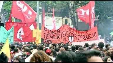 Novas manifestações contra o governo de Michel Temer marcam o domingo (4) - Os protestos terminaram em confusão em Curitiba e em São Paulo, onde nove pessoas foram presas.
