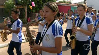 Escolas desfilam no bairro Caranazal no quarto dia da Semana da Pátria - Desfile foi na Avenida Plácido de Castro.