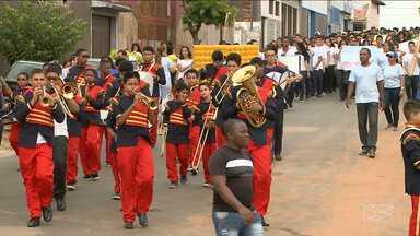 """Estudantes desfilam em comemoração a 'Semana da Pátria' em São Luís - Estudantes desfilaram nesta segunda-feira (5) em São Luís para comemorar a """"Semana da Pátria""""."""
