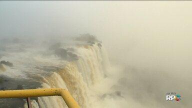 Cataratas do Iguaçu recebe muitos visitantes neste feriado - Veja também: Curitiba amanhece com sol e temperatura de 5°C.