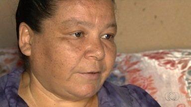 Dona de casa espera por cirugia pelo SUS há um ano, em Aparecida de Goiânia, em Goiás - Ela já foi parar em uma Unidade de Terapia Intensiva (UTI) por conta de uma hemorragia, mas não tem previsão de quando conseguirá fazer o procedimento.
