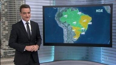 Previsão é de chuva forte em alguns pontos da Grande BH e na Região Serrana do Rio - No Rio, no litoral de SP e na capital paulista, o dia fica mais nublado, com chance de garoa, por conta de um sistema de alta pressão. Enquanto isso, no Sul e no Nordeste, o tempo fica firme nesta sexta (9). Confira a previsão do tempo para o Brasil.