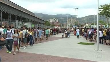 Sábado de competições Paralímpicas, no estádio do Engenhão - O público chegou cedo e enfrentou fila pra entrar no Engenhão.