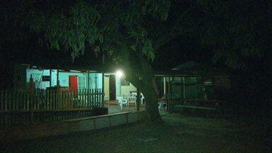 Dois homens ficaram feridos durante uma briga em um bar - Desentendimento ocorreu na região do bairro Três Lagoas.