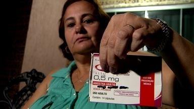 Pacientes com esclerose múltipla reclamam que não têm remédios na farmácia de Alto Custo - Alguns pacientes já esperam há quatro meses e o medicamento custa quase R$ 7 mil.
