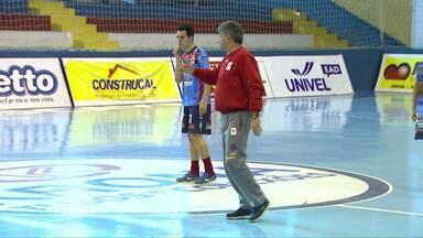 Cascavel e Marechal se enfrentam pelo campeonato paranaense de futsal - A partida é no ginásio da Neva às 18h45.
