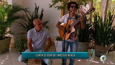 O cantor Tarcísio Black se apresenta neste sábado em Petrolina - No repertório estão todos os estilos de música, mas, principalmente MPB.