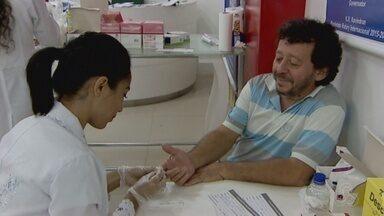 Ações em locais públicos estão sendo feitas para combater a hepatite em Macapá - Aumentaram os casos de hepatite no Amapá. As do tipo b e c são doenças silenciosas, e muitas vezes só são descobertas em estágio avançado. Em Macapá, ações em locais públicos estão sendo feitas para combater a hepatite.