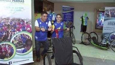Atletas e voluntários se reúnem para ver a abertura da Paralimpíada - Cerimônia aconteceu na última quarta-feira