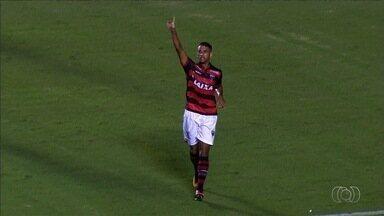 Volante Michel comemora boa fase no Atlético-GO - Jogador destaque da equipe no Campeonato Brasileiro mantém discurso de cautela, mas admite que vive melhor momento da carreira.