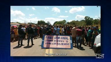 Moradores protestam contra falta de sinal de telefonia móvel e fixa no MA - Moradores protestam contra falta de sinal de telefonia móvel e fixa no MA