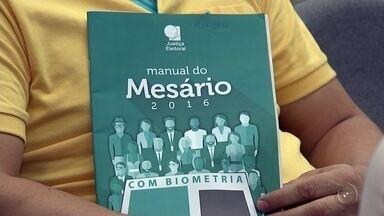 Voluntários de Rio Preto passam por treinamento para as eleições 2016 - As eleições municipais estão se aproximando e é preciso uma grande estrutura, muito bem aparelhada, para que os eleitores possam exercer a democracia. Toda essa estrutura conta com um batalhão de voluntários. Pessoas que já vem se preparando pra assegurar que nada saia errado no dia do voto.