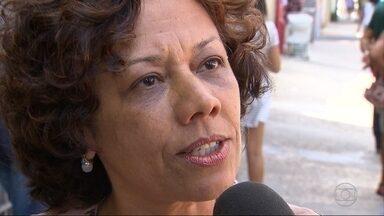 Candidata Maria da Consolação (PSOL) faz campanha na Região da Pampulha, em BH - Ela defendeu mais participação dos jovens na política de Belo Horizonte