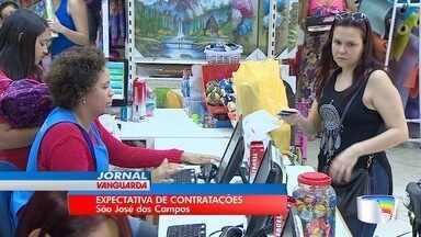 Lojas contratam funcionários para o Dia das Crianças - Comerciantes estão otimistas para a data.
